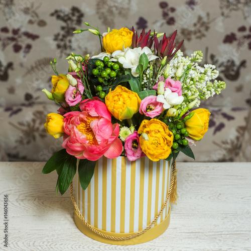 Papiers peints Narcisse Bouquet of flowers in the box