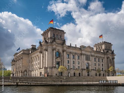Fotobehang Berlijn River Spree behind the German Chancellery in Berlin