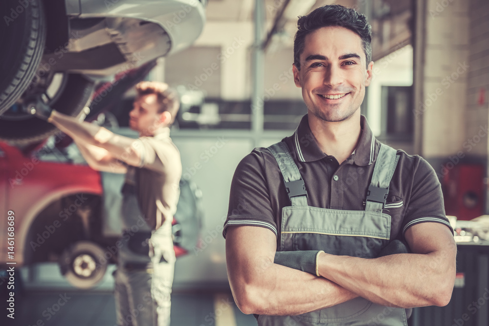 Fototapety, obrazy: At the auto service