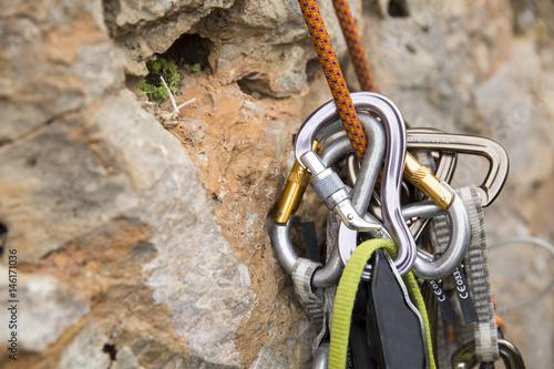 Poster de jardin Alpinisme Security climb, carabiners.