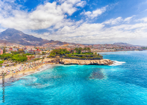 Montage in der Fensternische Kanarische Inseln El Duque Beach aerial view in Tenerife, Spain