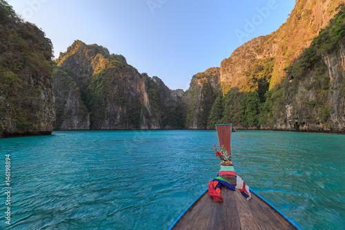 In de dag Asia land Ao Pi Leh Lagoon at Phi Phi Islands Thailand