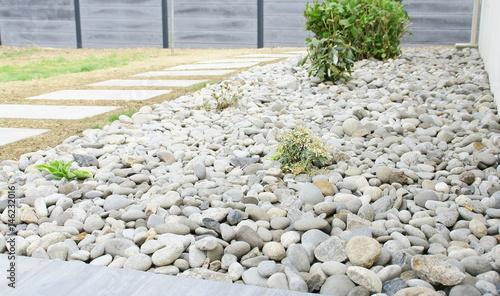jardin,aménagement,massif de galets - Acheter cette photo libre de ...