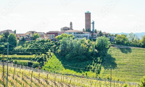 Photo Landscape of Langhe and the village of Barbaresco