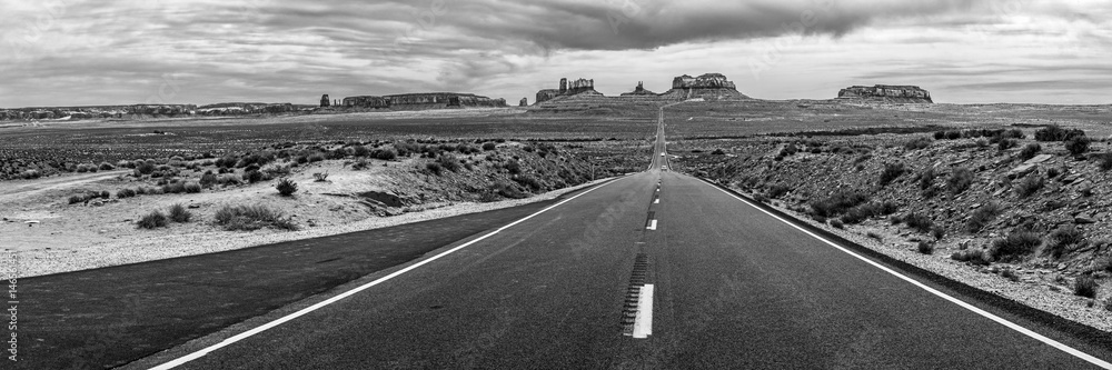Fototapeta Road into Monument Valley Tribal Park in Arizona