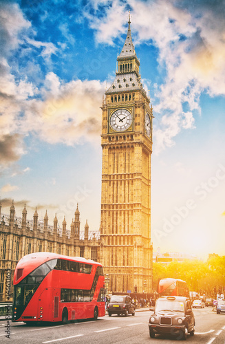 Fotografie, Obraz The Big Ben and the House of Parliament with double deckers, London, UK
