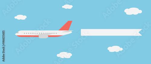 Realistyczne ilustracji wektorowych dużych i szybkich samolotów linii z baner latający między chmurami na błękitnym niebie - nadaje się do reklamy