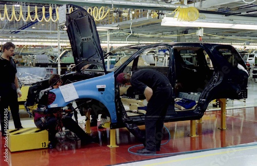 Miraculous Production Line Workers At The Mercedes Benz Manufacturing Facility Wiring Digital Resources Spoatbouhousnl