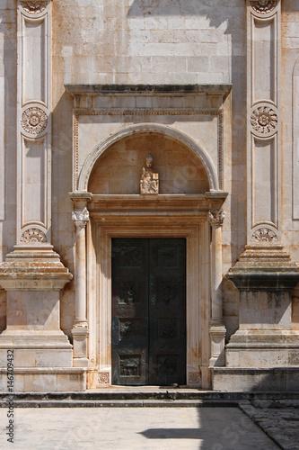 Keuken foto achterwand Berlijn Portal mit Rundbogen im Stil der Renaissance an der Kathedrale von Hvar in Kroatien