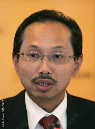 Abdul Wahid Omar Chief Excutive Officer Of Malayan Banking Bhd Speaks During A News