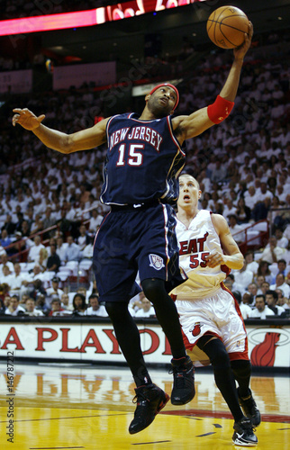 huge discount 93f4e 90c9d New Jersey Nets guard Vince Carter grabs a rebound over ...