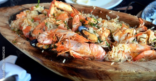Staande foto Schaaldieren Delicious spanish meal seafood with rice served on a huge platter.