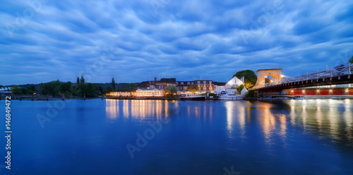 Marlow Bridge over the River Thames at twilight on a spring evening Fototapet