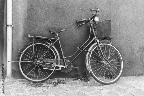 Papiers peints Retro Old bicycle in black and white