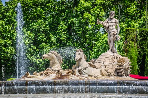 Autocollant pour porte Fontaine Fountain of Neptune (Fuente de Neptuno) one of the most famous landmark of Madrid, Spain