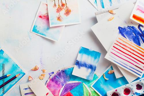 Autocollant pour porte Empreintes Graphiques Watercolor sketches and tools with copy space