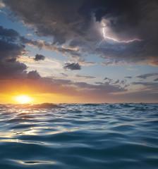 Panel Szklany Podświetlane Wschód / zachód słońca Waves on sunset.