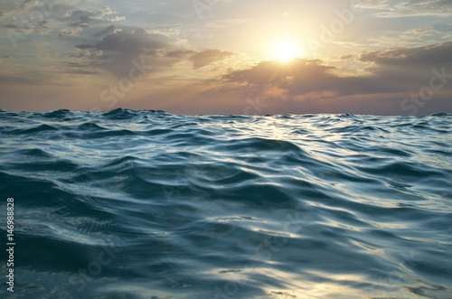 Poster Mer / Ocean Waves on sunset.
