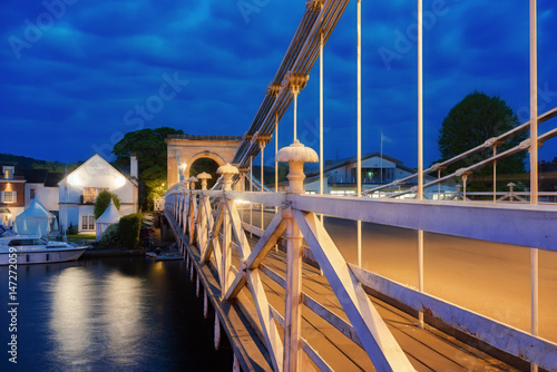 Photo Twilight capture of the Marlow suspension bridge over the River Thames at Marlow