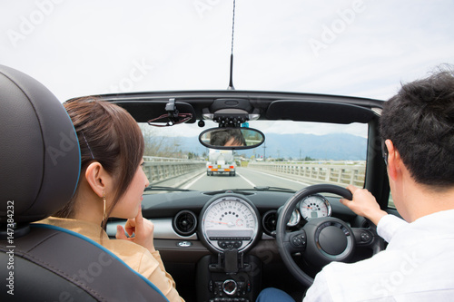 Fotografie, Obraz  ドライブを楽しむ男女