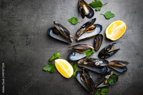 Canvastavla Boiled mussels at black