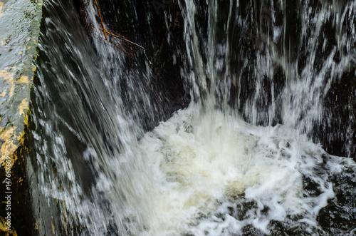 Deurstickers Bakkerij Water flowing from a dam