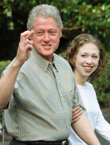 lowest price many styles 50% price US PRESIDENT CLINTON AND DAUGHTER CHELSEA LEAVE FOR CAMP ...