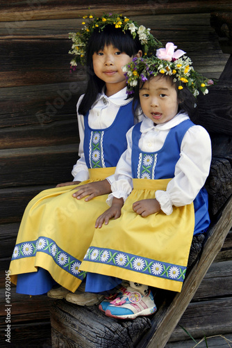 Girls Dressed In Traditional Swedish Outfits Attend -7935