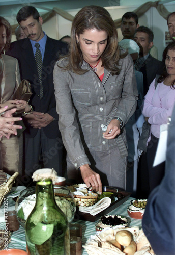 Jordan's Queen Rania tests an Arabian breakfast at the