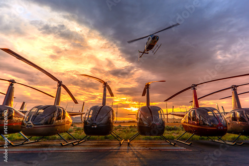 Foto op Canvas Helicopter Low Pass