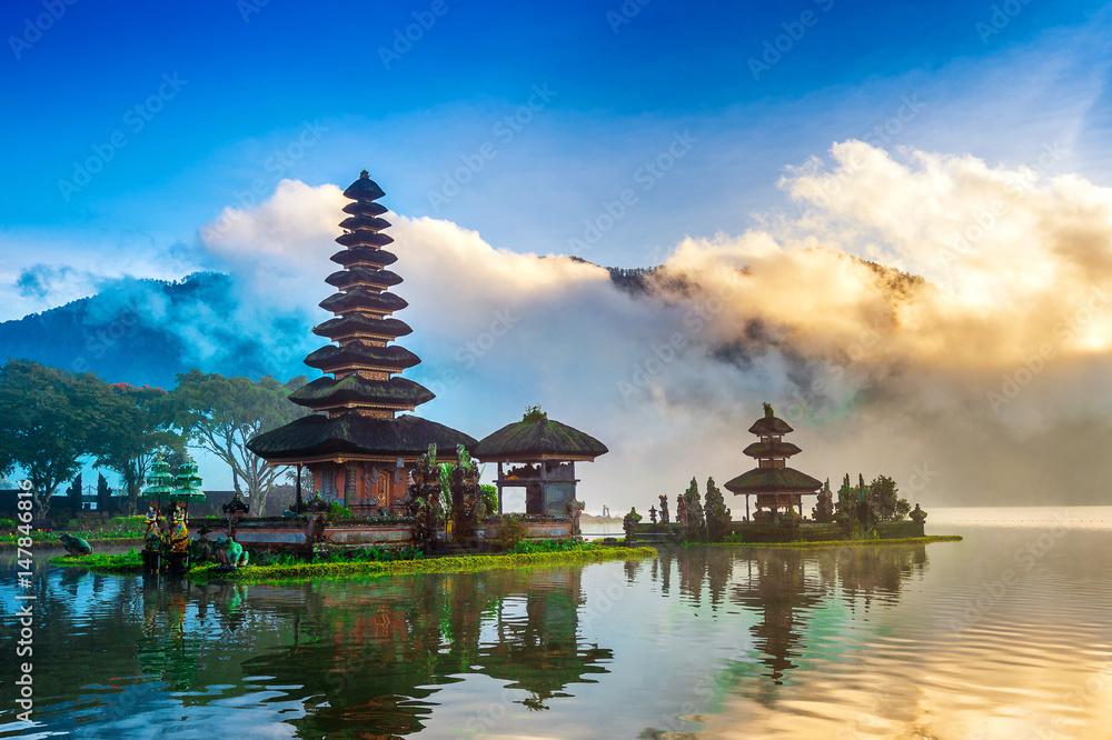 Fototapeta pura ulun danu bratan temple in Bali, indonesia.