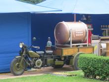 Trasporto In Moto D'epoca Birra In Fusto