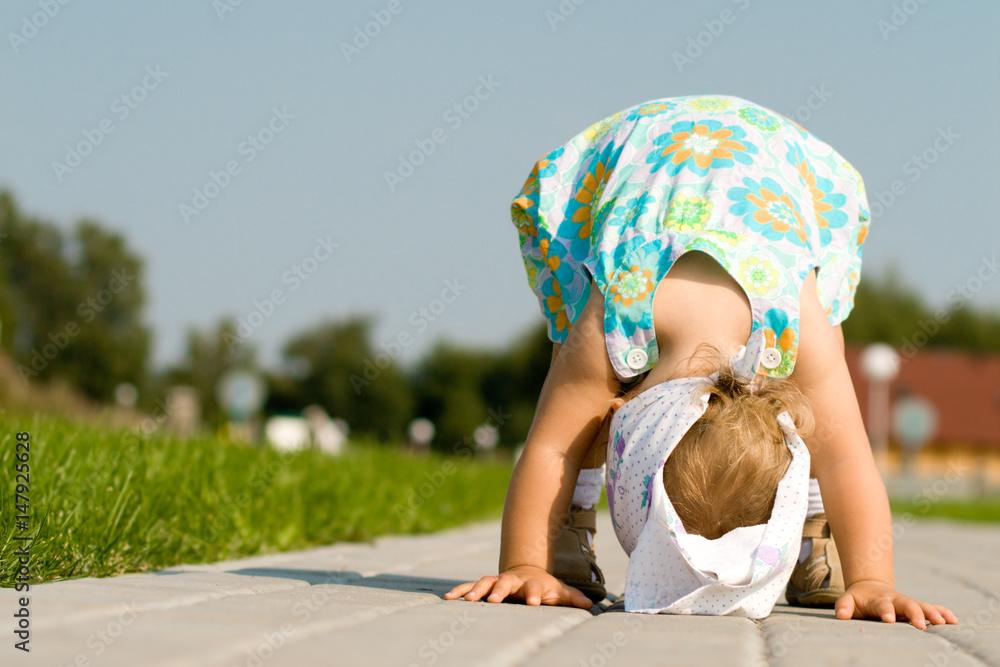 Fototapety, obrazy: Cute little girl