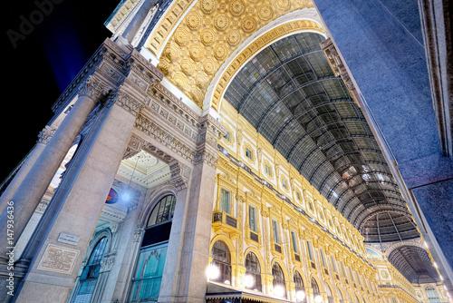 Plakat Noc Galleria Vittorio Emanuele II w Mediolanie (szeroki kąt)