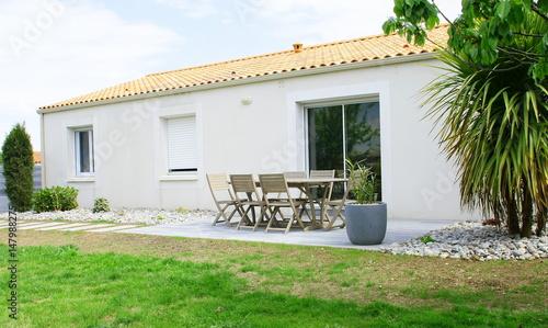 aménagement extérieur de terrasse,salon de jardin,et maison ...