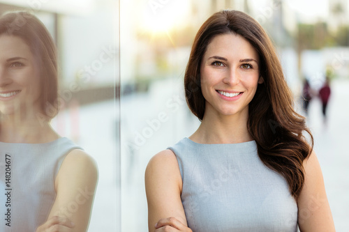 Obraz na plátně Head shot of a smiling successful beautiful brunette with career, confidence, ha