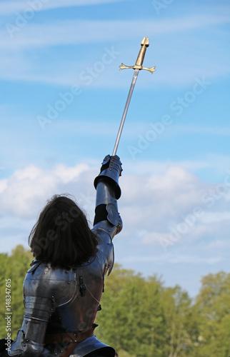 Photo  Jeanne d'arc et son épée vers le ciel