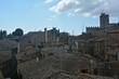 Über den Dächern von der alten Stadt Volterra in Italien
