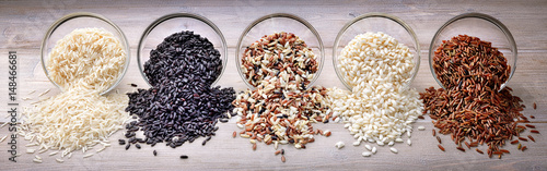 Fotografija Five types of rice: basmati, black rice, mix long grain, arborio and red rice