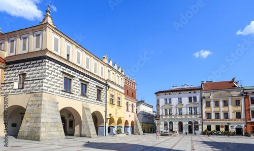 Fototapeta Renesansowe kamienice na rynku starego miasta w Tarnowie. Tarnów nazywany jest perłą polskiego renesansu