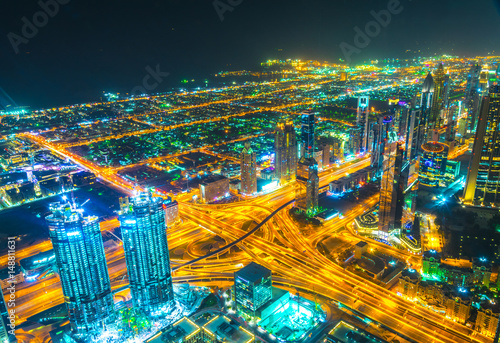 Photo  Night aerial view of downtown dubai from the burj khalifa skyscraper