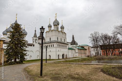 Foto op Plexiglas Kiev ROSTOV VELIKIY, RUSSIA - APRIL 26, 2017: The architecture of the Rostov Kremlin