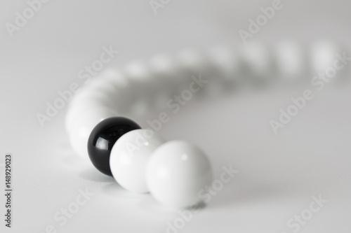 Plakat Kulki czarno-białe - seria 2