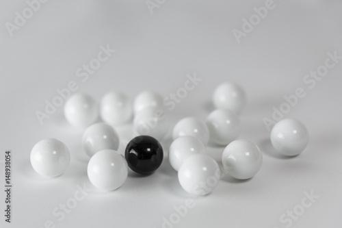 Plakat Kulki czarno białe - 1 mc 2