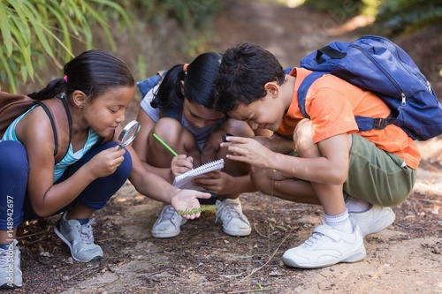 Group of friends exploring nature Fototapeta