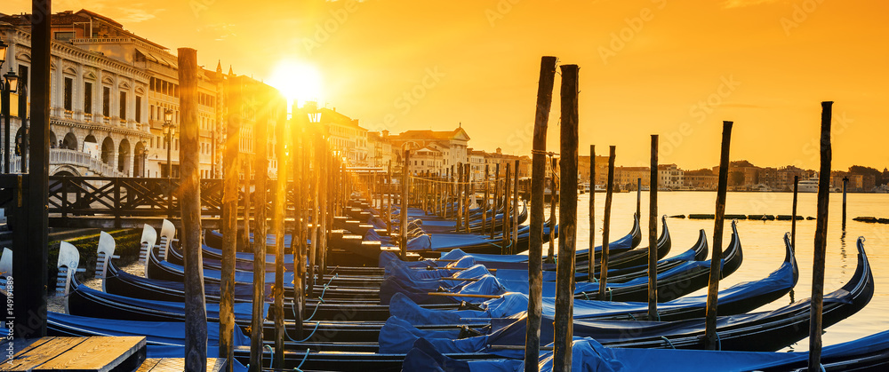 Fototapety, obrazy: View of Venice at sunrise