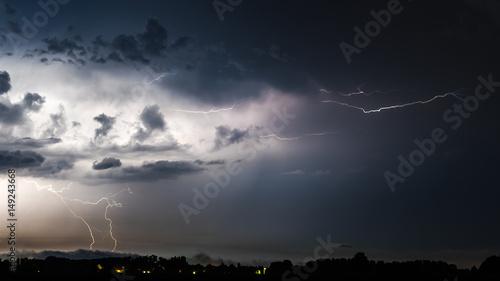Obraz na płótnie błyskawica z chmury grzmotowej w nocy