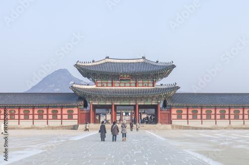 Photo  SEOUL, SOUTH KOREA - 17 Jan 2017 : Gyeongbokgung palace, famous destination anci