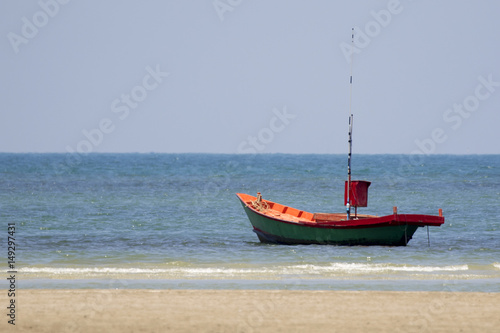 Photo  Image of small boat sitting on the beach.