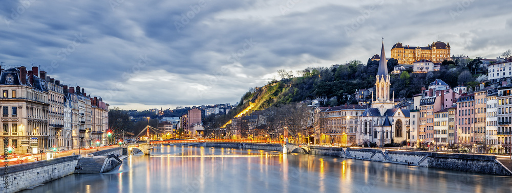 Fototapety, obrazy: Saone river in Lyon city at evening